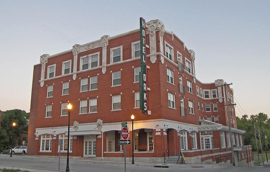 Photo Snapp/Oaks Hotel